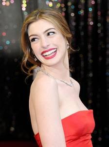 El mejor maquillaje, una gran sonrisa...Anne Hathaway